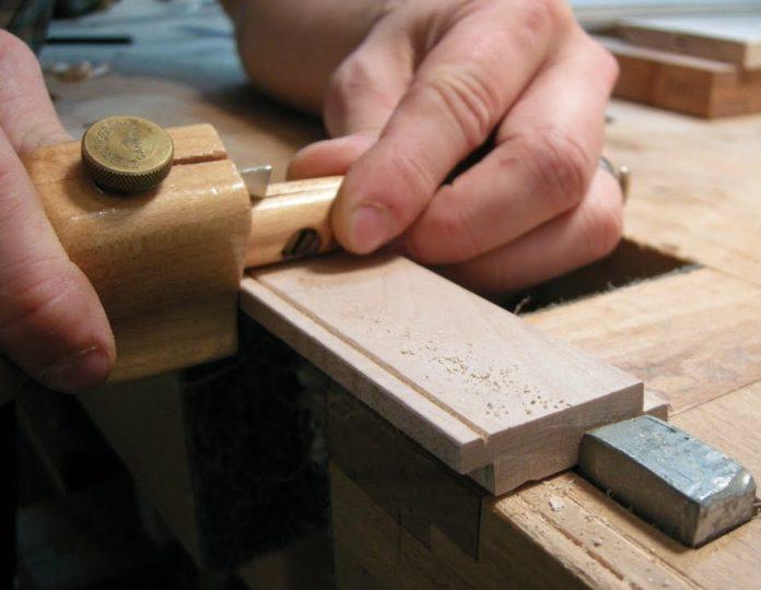 membuat sambungan kayu