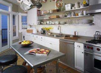 dapur dengan meja stainless steel